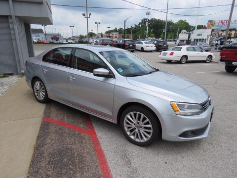 Pre-Owned 2012 Volkswagen Jetta Sedan SEL w/Premium & Sunroof PZEV FWD Sedan